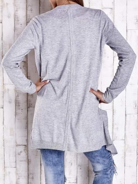 Szary długi niezapinany sweter z kieszeniami                                  zdj.                                  4