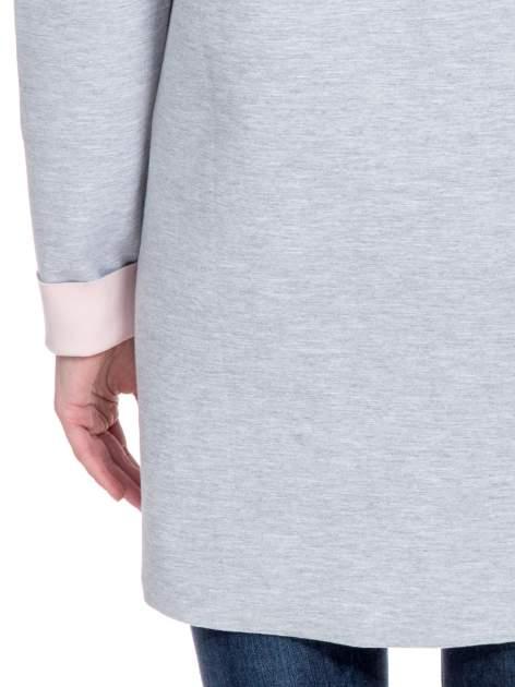 Szary dresowy płaszcz oversize z różową podszewką                                  zdj.                                  7