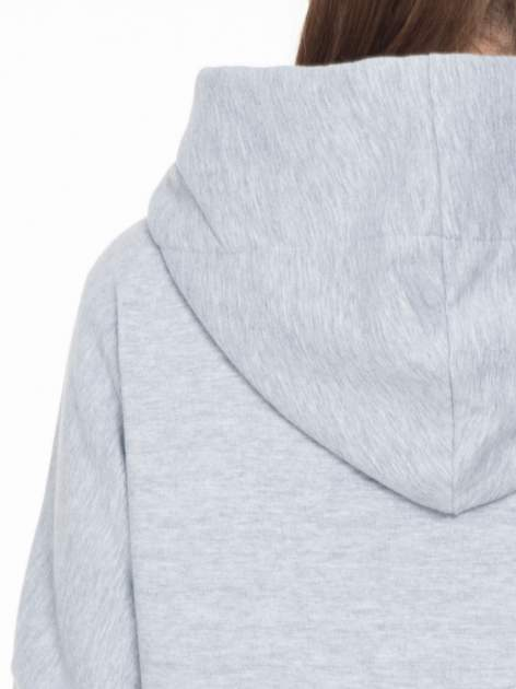 Szary dresowy płaszcz z kapturem i kieszeniami                                  zdj.                                  8