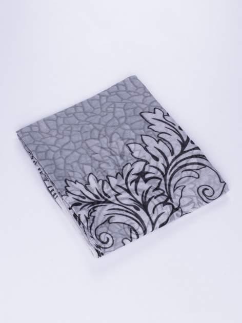 Szary komin z mozaikowym wzorem i motywem liści                                  zdj.                                  3