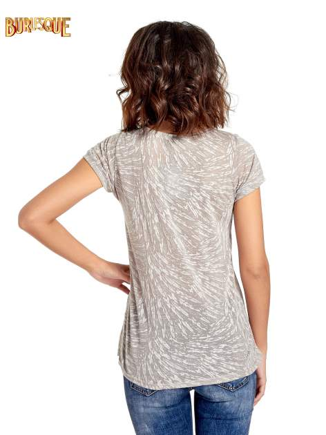 Szary półtransparentny t-shirt z napisem                                  zdj.                                  4