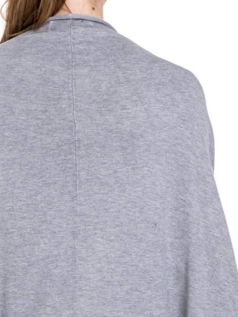 Szary sweter narzutka z nietoperzowymi rękawami                                  zdj.                                  7