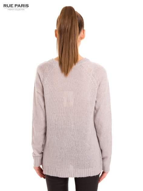 Szary sweter z dłuższym tyłem                                  zdj.                                  4