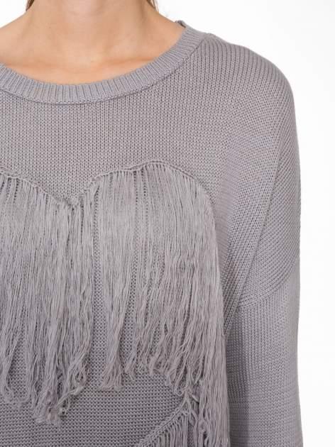Szary sweter z sercem obszytym frędzlami                                  zdj.                                  5