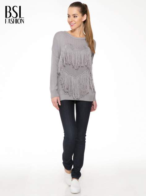Szary sweter z sercem obszytym frędzlami                                  zdj.                                  2