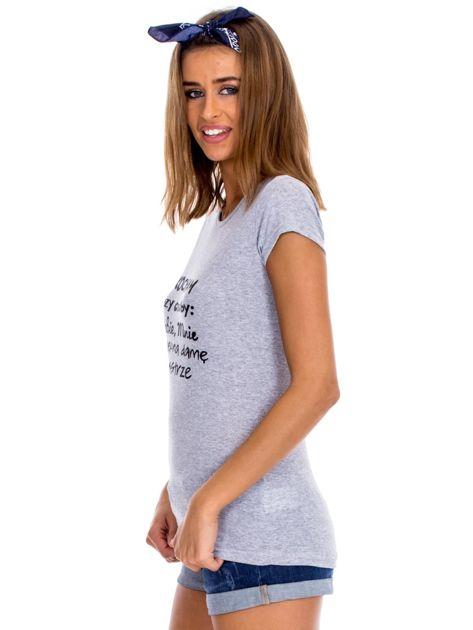 Szary t-shirt damski z napisem                              zdj.                              5
