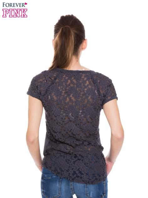 Szary t-shirt z koronkowymi plecami i rękawkami                                  zdj.                                  3