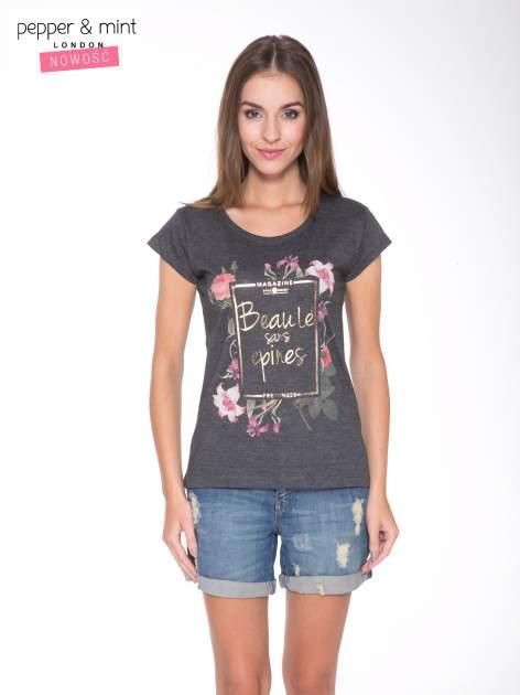 Szary t-shirt z kwiatowym nadrukiem i złotym napisem