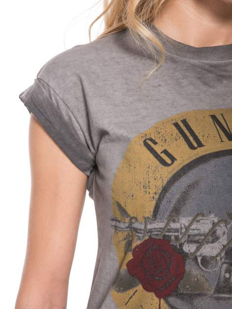Szary t-shirt z nadrukiem GUNS N' ROSES                                  zdj.                                  7