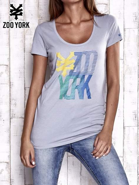 Szary t-shirt z nadrukiem ZOO YORK                                  zdj.                                  1