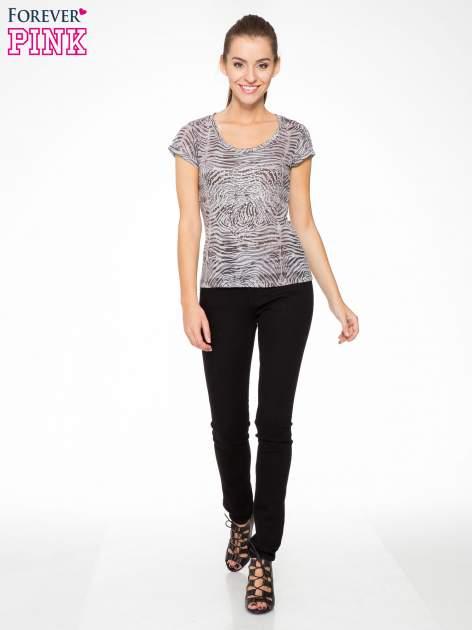 Szary t-shirt z nadrukiem zebry z dżetami                                  zdj.                                  5
