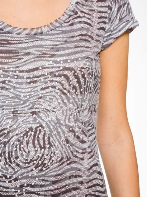 Szary t-shirt z nadrukiem zebry z dżetami                                  zdj.                                  8