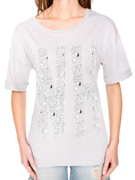 Szary t-shirt z nadukiem WHY? z przodu i na plecach                                  zdj.                                  7
