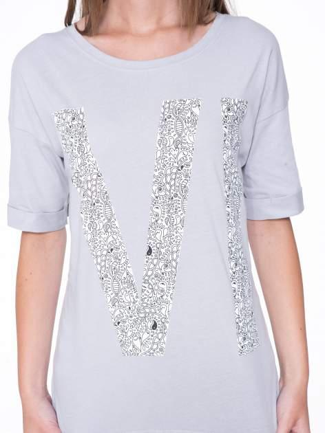Szary t-shirt z nadukiem WIBE z przodu i na plecach                                  zdj.                                  7