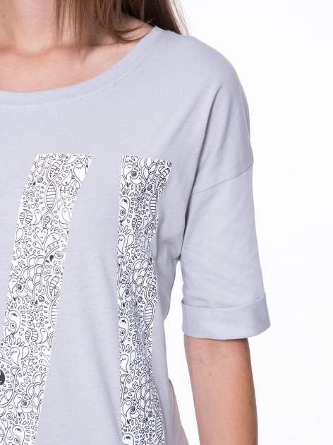 Szary t-shirt z nadukiem WIBE z przodu i na plecach                                  zdj.                                  8