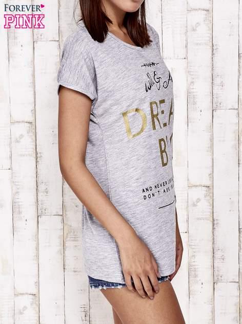 Szary t-shirt z napisem DREAM BIG                                  zdj.                                  3