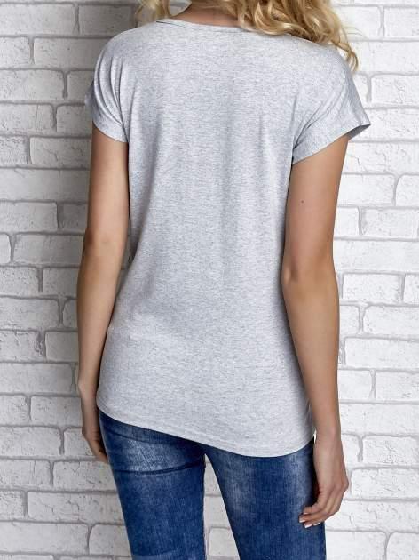 Szary t-shirt z napisem I AM CHOCOHOLIC BABY                                  zdj.                                  2