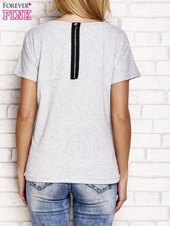 Szary t-shirt z napisem J'ADORE LE NOIR                                  zdj.                                  2