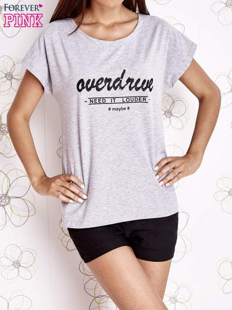 Szary t-shirt z napisem NEED IT LOUDER                                  zdj.                                  1