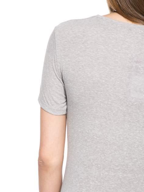 Szary t-shirt z napisem POSITIVE MIND z dżetami                                  zdj.                                  9