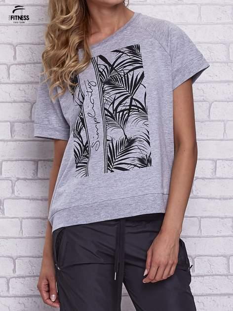 Szary t-shirt z palmowym nadrukiem                                  zdj.                                  1
