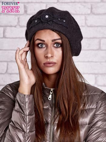 Szary wełniany beret z błyszczącą aplikacją                                  zdj.                                  1