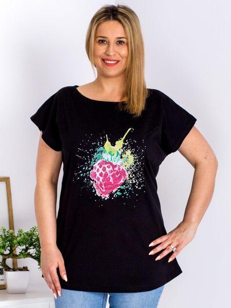 T-shirt czarny z truskawką PLUS SIZE                              zdj.                              1