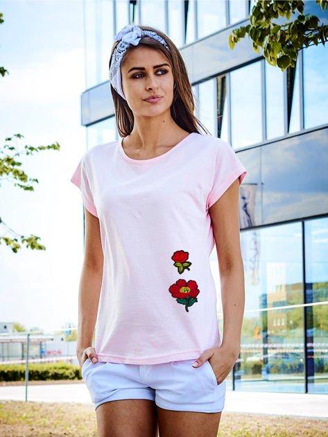 T-shirt damski różowy z naszywkami FLOWERS                              zdj.                              1