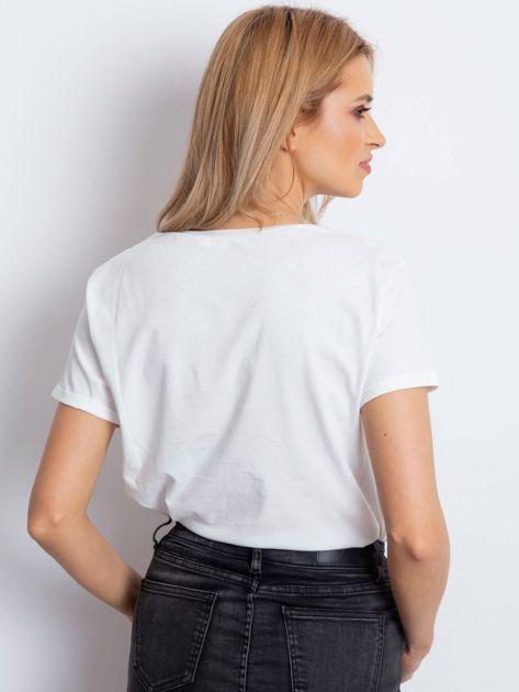 T-shirt ecru z napisem i haftowanym samochodem                                  zdj.                                  5