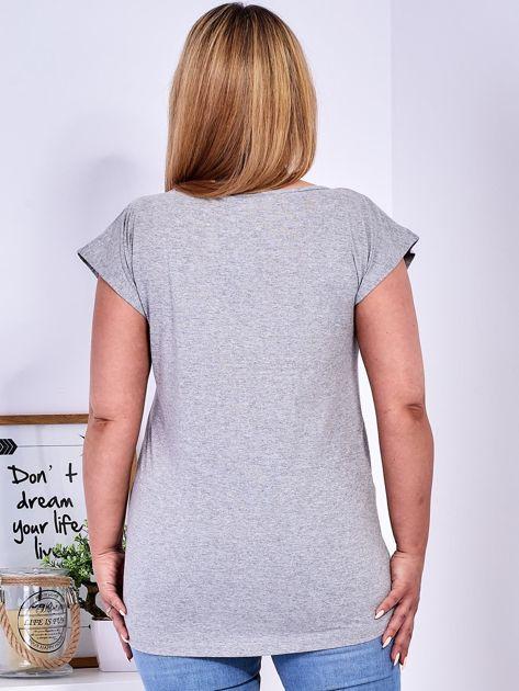 T-shirt jasnoszary z nadrukiem owadów PLUS SIZE                              zdj.                              2