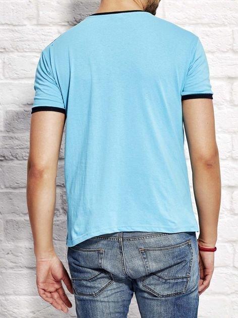 T-shirt męski z tekstowym nadrukiem jasnoniebieski                                  zdj.                                  2