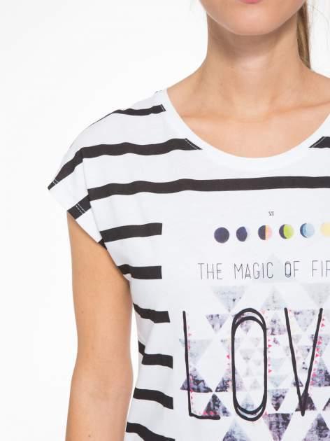 T-shirt w biało-czarne paski z napisem LOVE                                  zdj.                                  6