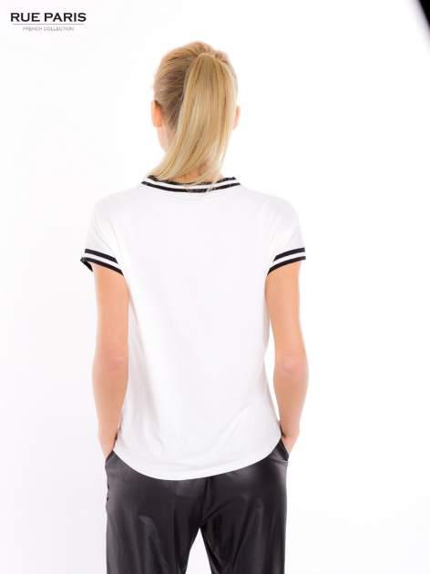 T-shirt w kwiatowy wzór ze sportową lamówką                                  zdj.                                  6