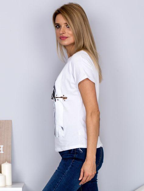 T-shirt z nadrukiem dziewczyny i rozcięciem biały                              zdj.                              5