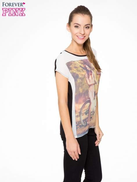 T-shirt z nadrukiem w stylu retro i czarnym tyłem                                  zdj.                                  3