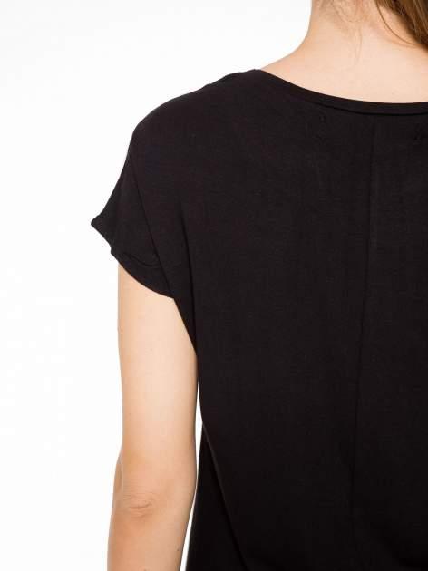 T-shirt z nadrukiem w stylu retro i czarnym tyłem                                  zdj.                                  8