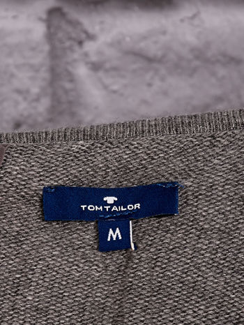 TOM TAILOR Ciemnoszary sweter z materiałową wstawką z tyłu                              zdj.                              4