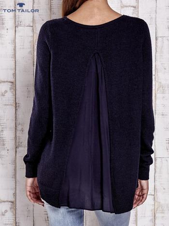 TOM TAILOR Granatowy sweter z materiałową wstawką z tyłu                                  zdj.                                  4
