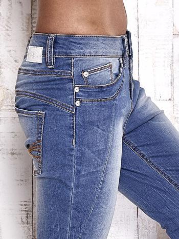 TOM TAILOR Niebieskie spodnie jeansowe tapered z napami                                  zdj.                                  5