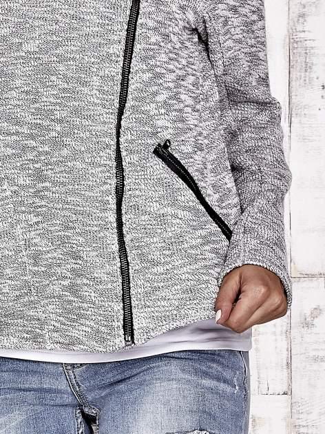 TOM TAILOR Szary sweter bouclé o kroju ramoneski                                  zdj.                                  5