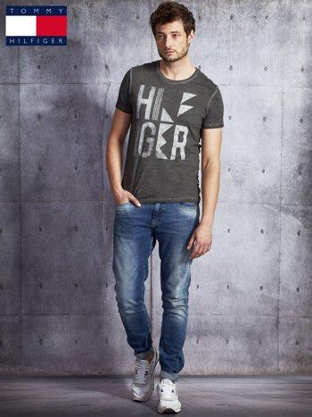 TOMMY HILFIGER Ciemnoszary dekatyzowany t-shirt męski                              zdj.                              4