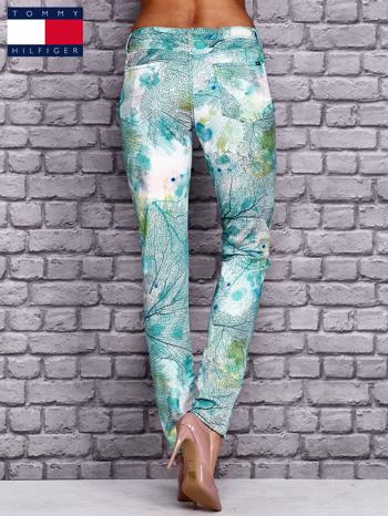 TOMMY HILFIGER Spodnie w roślinne wzory                                  zdj.                                  3