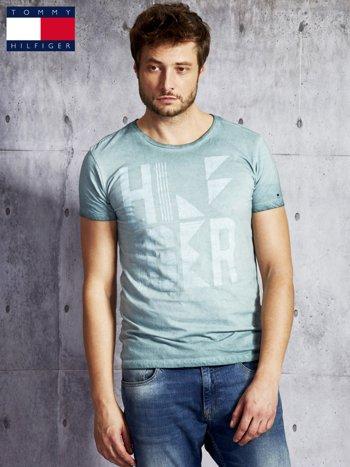 TOMMY HILFIGER Zielony dekatyzowany t-shirt męski                              zdj.                              1