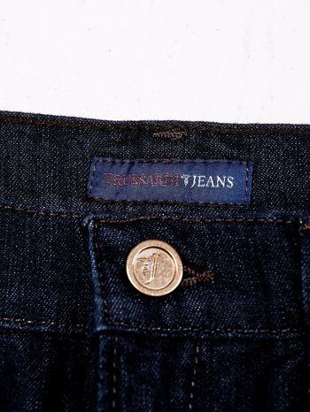 TRUSSARDI Granatowe spodnie jeansowe o prostym kroju                              zdj.                              4