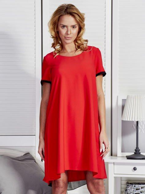 Trapezowa sukienka koktajlowa z tiulową wstawką czerwona
