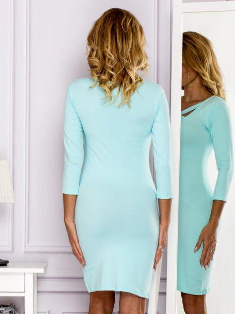 Turkusowa sukienka z paskami przy dekolcie                               zdj.                              2