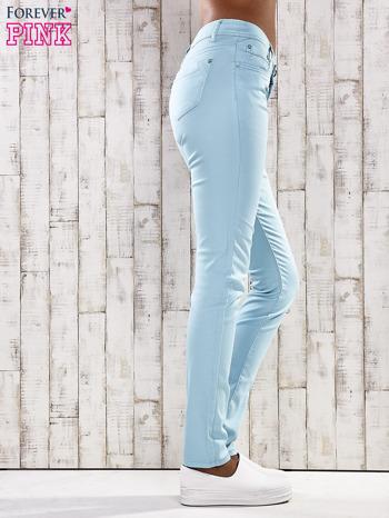 Turkusowe spodnie skinny jeans z ozdobami przy kieszeniach                                  zdj.                                  2