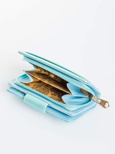 Turkusowy portfel ze złotym zapięciem efekt skóry saffiano                                  zdj.                                  4