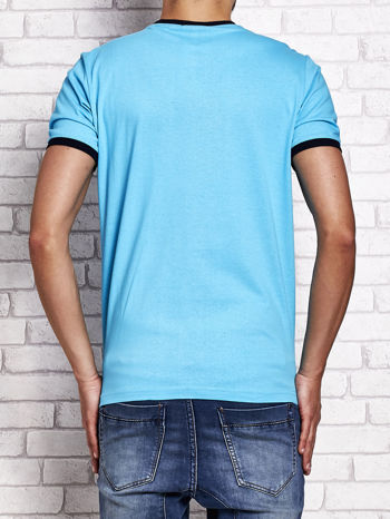 Turkusowy t-shirt męski z tekstowym nadrukiem
