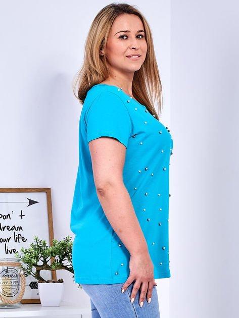 Turkusowy t-shirt z perełkami PLUS SIZE                              zdj.                              3